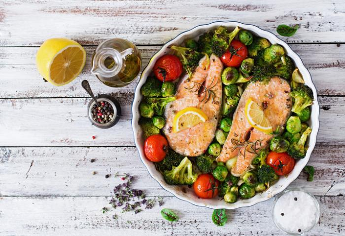 salmon-brussel-sprouts-broccoli-with-olive-oil